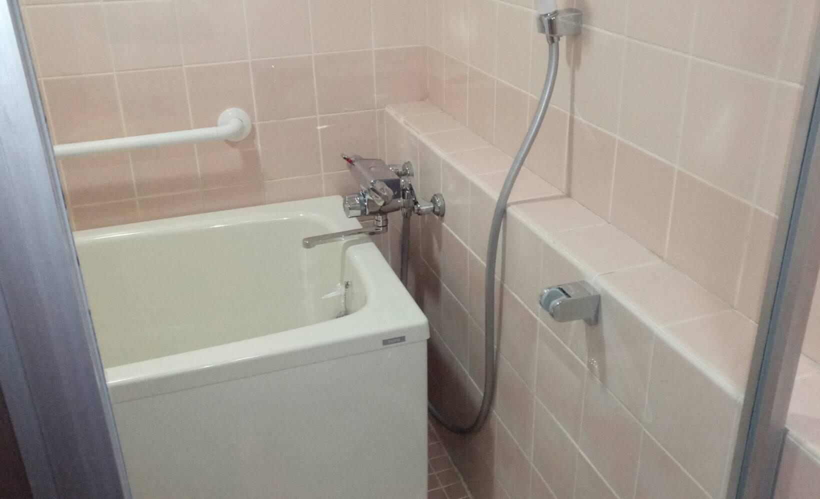 お風呂(扉)の掃除&水回りコーティングを川崎市多摩区東三田にて行いました。【施工事例10】